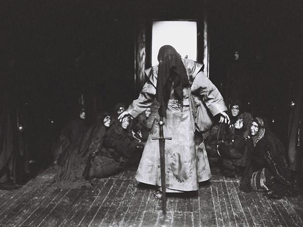 piesa de teatru - mihai maniutiu