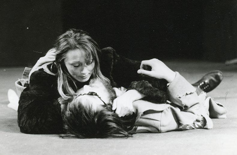 afara in fata usii, 1979 - mihai maniutiu